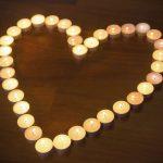 Corazón con velas de té