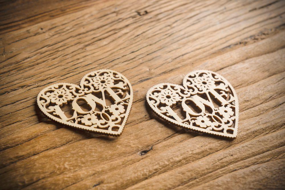 2 Corazones de Madera Troquelados Love - LOVERSpack