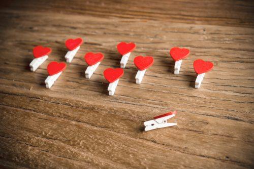 10 Pinzas Madera Blancas con Corazón Rojo - LOVERSpack