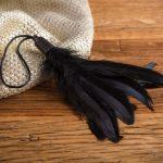 Plumero Suave con Cuerda Negro - LOVERSpack