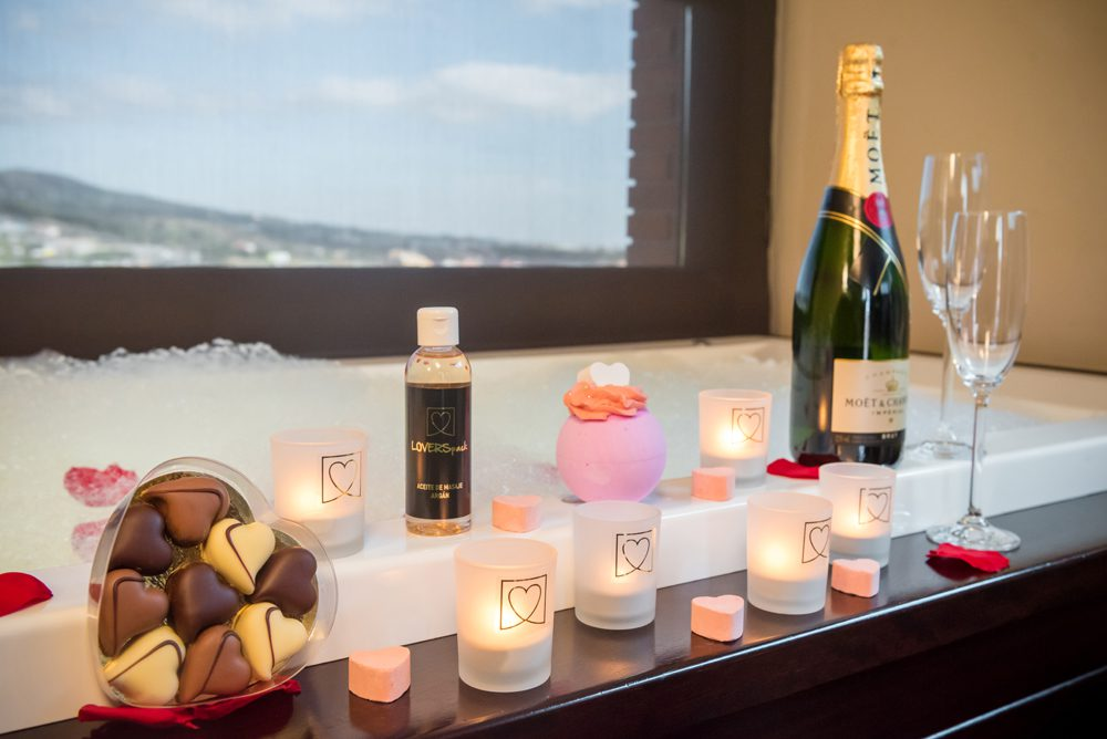 Pack Jacuzzi + Champagne Moët y Bombones Loverspack