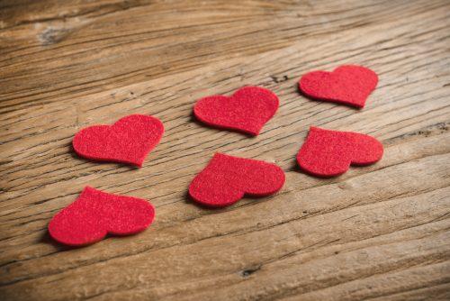 6 Corazones Decorativos Fieltro Rojo - LOVERSpack