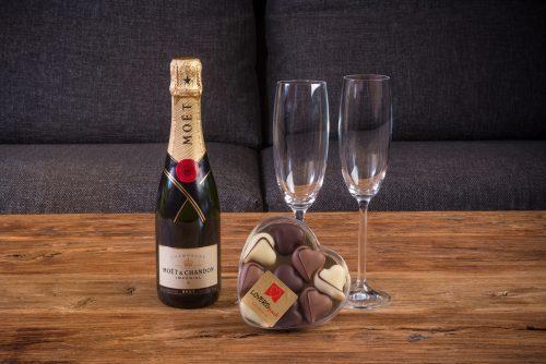 Pack Champagne Moët 37,5 cl. y Caja de Bombones con Forma de Corazón Loverspack