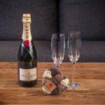 Pack Champagne Moët 75 cl. y Caja de Bombones con Forma de Corazón Loverspack