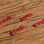 Palabra Love de Tela con Purpurina Roja -LOVERSpack